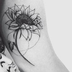 🌻😊#patmara #tatuaggio #tattoos #delicatetattoo #flowertattoo #sunflowertattoo #customtattoo #girassol
