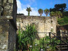 Les ruines de l'abbaye de Landévennec sur la presqu'ile de Crozon en Bretagne