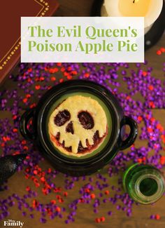 The Evil Queen's Mini Poison Apple Pies Disney Inspired Food, Disney Food, Disney Recipes, Disney Desserts, Disney Snacks, Cute Baking, Baking Tins, Apple Cranberry Pie, Apple Pies
