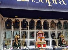Sotto Sopra Italian Restaurant is open Xmas Day. Award winning window display.