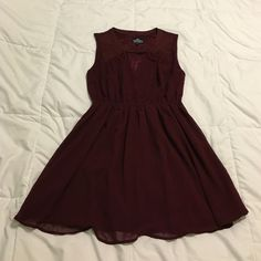 Maroon sleeveless dress with keyhole detail Maroon sleeveless dress with keyhole detail and cinched waist. Beautiful maroon or wine color dress. 100% polyester. Fully lined. Keyhole detail adds just a touch of sexiness. Add a belt for a put together look! Great for a casual cocktail party or nice dinner. Only worn once! Dresses Midi
