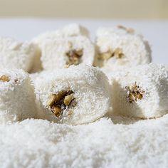 SULTAN LOKUM – stari recept u novom ruhu pružit će vam vrhunsi ukus ! Sultan lokum je stari bosanski recept vrhunskog ukusa koji domaćice najčešće prave za bajramske i druge praznike ! Sastojci: 180 gr maslaca 10 kašika šećera 8 kašika brašna 650 ml mlijeka 1 vanilin šećer fil: po želji mljeveni i sjeckani orasi, ...