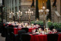 Décor classique dans le rouge et noir / Intercontinental Montréal / La ruelle Fortification, Chic Wedding, Wedding Venues, Table Decorations, Weddings, Facebook, Home Decor, Group, Classic