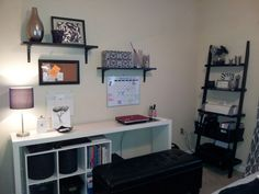 Organization college bedroom/office - really want the plain white table/desk College House, College Room, Apartment Living, Apartment Ideas, Austin Apartment, Bedroom Decor, Bedroom Office, Bedroom Ideas, Home Command Center