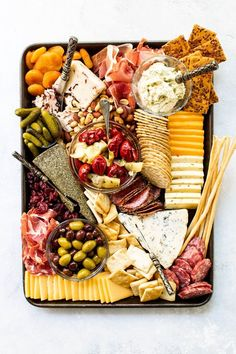 How to Make a Cheese Board and Pair it with Wine