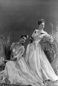 Two enchantingly beautiful evening gowns from 1939. #dress #vintage #fashion #1930s