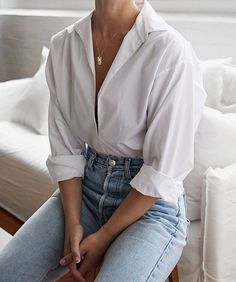 5 White Shirts To Add To Your Essential Wardrobe (Harper & Harley) - Outfit Ideen Mode Outfits, Jean Outfits, Trendy Outfits, Fashion Outfits, Womens Fashion, Jeans Fashion, Fashion Ideas, Outfits With White Shirts, Ladies Fashion