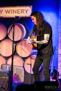 Show Review: Laura Jane Grace and Globelamp at City Winery in NYC | New Noise Magazine