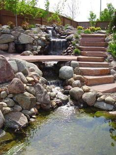 Cascade et  fontaine de jardin , 69 déco pour les moments de relaxe - design-idée-pour-jardin-avec-cascade-escalier