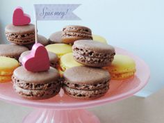 Lemon and chocolate raspberry macrons. Delicious, luxurious, sweet, perfect for any Candy Bar, for any occasion. Spis meg.