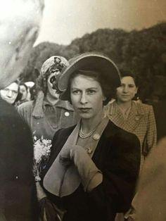 Hm The Queen, Her Majesty The Queen, Save The Queen, Young Queen Elizabeth, Elizabeth Philip, Windsor, Edinburgh, Prinz Philip, Queen Hat