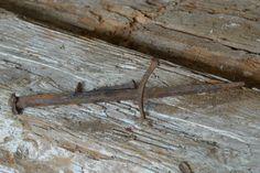 particolare di trave in legno di recupero (legnoantico)