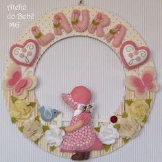 Ateliê do Bebê MG: Guirlanda Camponesa ( Laura ) Baby Mobile Felt, Felt Baby, Felt Wreath, Felt Garland, Baby Crafts, Felt Crafts, Felt Toys, Wool Felt, Applique
