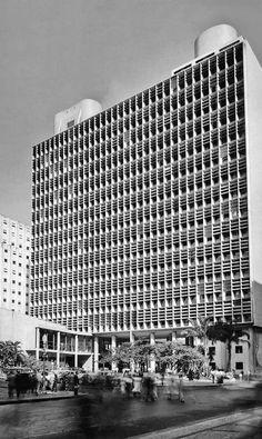 Livro mostra as mil e uma faces do arquiteto Carlos Leão - Jornal O Globo
