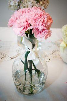 Decoração com Flores em Jarras de vidro.