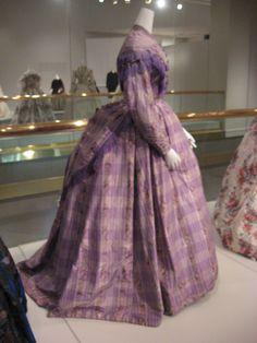 KSMF - Lavender taffeta day dress with warp printed flowers, circa Civil War Fashion, 1800s Fashion, Vintage Fashion, Vintage Gowns, Vintage Outfits, Vintage Clothing, Us First Lady, Black Fashion Designers, Color Lavanda