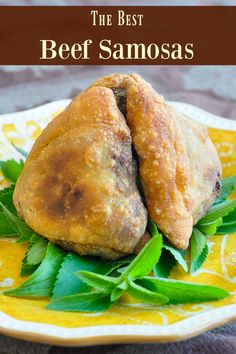 The Best Beef Samosas Recipe – crispy and full of spicy flavour! The Best Beef Samosas recipe uses easy homemade crispy pastry & a delicious filling of beef, potatoes & super flavourful Indian spices. The best I've tried! Indian Food Recipes, Asian Recipes, Beef Recipes, Cooking Recipes, Rock Recipes, Indian Foods, Indian Snacks, Chinese Recipes, Curry Recipes