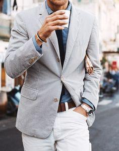 Él hombre lleva un reloj, una pulsera, y una corbata. -Skyler Nelson y Connor Kunst