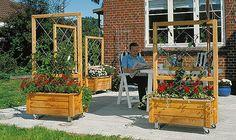 En åpen terrasse er deilig når det er varmt, og du gjerne vil nyte sola. Men hvis det blåser, er det fint med le. Men en levegg vil bare beskytte en...