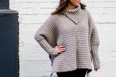 This easy crochet poncho with sleeves is a great free pattern for beginners because it's made entirely from basic rectangles. The result looks like a sophisticated sweater! Free pattern and detailed photo tutorial in sizes Crochet Poncho Patterns, Crochet Jacket, Sweater Patterns, Poncho Sweater With Sleeves, Crochet Box Stitch, Bralette Pattern, Make And Do Crew, Crochet Clothes, Crochet Sweaters