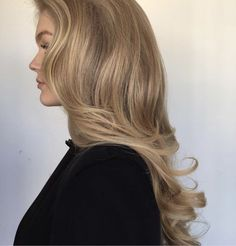 900 Beauty Hair Makeup Inspiration langes gewelltes Haar unordentliches Zopf-Hochsteckfrisur-Make-up langes Haar blonde Highlights Chic Inspiration Stil Hairstyles With Bangs, Cool Hairstyles, Wedding Hairstyles, Summer Hairstyles, Drawing Hairstyles, Saree Hairstyles, Indian Hairstyles, Long Haircuts, Bandana Hairstyles