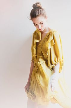 ✕ In golden tones, she waits… / #style #golden