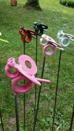 Busy bees bees nuts washers him her yard art by TuckertownForge Welding Crafts, Welding Art, Welding Projects, Metal Yard Art, Scrap Metal Art, Horseshoe Crafts, Horseshoe Art, Metal Art Projects, Metal Crafts