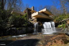 Fallingwater, primal Kaufmann-House, Architect: Frank Lloyd Wright, exterior view with the waterfall