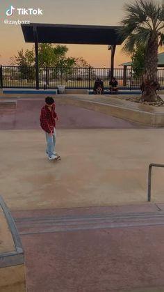Skater Boy Style, Skater Girls, Skateboard Videos, Skateboard Girl, Badass Aesthetic, Film Aesthetic, Monalisa Wallpaper, Skate Bord, Hailey Baldwin Style