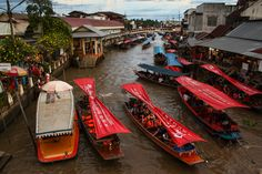 Thailand traffic jam in the floating market of Amphawa by O.Ortelpa