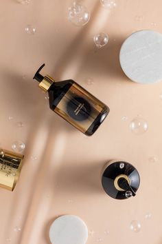 Fortified with rosehip oil, turmeric, ginger and fennel, this paraben-free hand wash is rich in antioxidants and purifies and soothes your skin. Notes of violet leaves, rose, cinnamon and musk perfume the skin with a faint exotic floral fragrance reminiscent of an Indian wedding or a visit to a far eastern flower market.   http://www.tomdixon.net/shop/accessories/candles-fragrance/washing.html