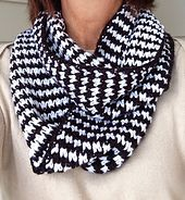 Pattern - Houndstooth Infinity Scarf