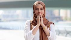 Tak Balas Ucapan Natal, Muslimah Berhijab di Australia ini dilempari Botol dan Dipaksa Lepas Hijabnya