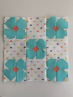 Cute quilt block from Schnitzel & Boo: Posy Patch Quilt Block Tutorial Scrappy Quilts, Patchwork Quilting, Mini Quilts, Quilt Block Patterns, Pattern Blocks, Quilt Blocks, Quilt Baby, Quilting Projects, Quilting Designs