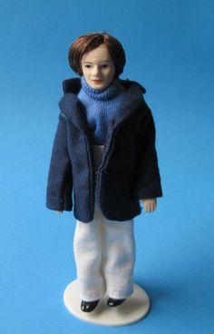 Mann mit blauer Jacke Puppe für die Puppenstube Miniatur 1:12