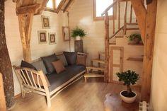 chateaux-dans-les-arbres-milandes...treehouse living room.