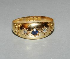 This little gypsy ring would make a sweet vintage wedding band Or