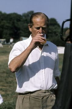 Prince Philip, Duke of Edinburgh enjoys a drink at Royal Windsor Horse Show on May 1982 in Windsor, England. Get premium, high resolution news photos at Getty Images Prince Philip Queen Elizabeth, Princess Elizabeth, Princess Diana, Prince Charles, Prinz Philip, British Monarchy History, Hm The Queen, Elisabeth Ii, Champagne