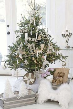 Shabby chic christmas tree from Jeanne d'Arc Living. Cottage Christmas, Shabby Chic Christmas, Cozy Christmas, Country Christmas, All Things Christmas, Beautiful Christmas, Christmas Holidays, Christmas Wreaths, Christmas Decorations