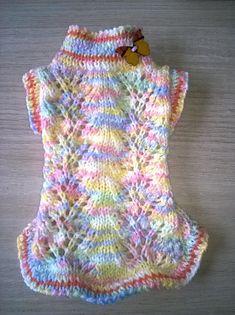 Je confectionne de jolis manteaux pull tricotés à la main pour vos chiens. Cette série en photo est disponible de suite (taille xs) pour chiot ou chien mini : 17 cm de long et 12 cm de large (soit 24 cm de diamètre au potrail), tour de cou : 17 cm Nhésitez pas à me contacter cela ne vous