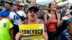 La justicia reconoció como válidas las firmas para el revocatorio a Maduro (EFE) Luis Vicente León,  director de Datanálisis,  señaló que el94%de los venezolanos evalúa la situación