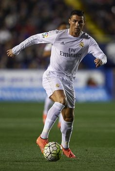 Cristiano Ronaldo of Real Madrid runs with the ball during the La Liga match between Levante UD and Real Madrid at Ciutat de Valencia on March 02, 2016 in Valencia, Spain. (March 1, 2016 - Source: Manuel Queimadelos Alonso/Getty Images Europe)