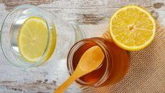 """Когда вы просыпаетесь утром, о каком напитке вы думаете в первую очередь? Если это кофе, вам стоит пересмотреть свою привычку. Вместо этого выпейтестакан воды с лимоном и медом, и вы получите неоценимую пользу для организма, который скажет вам """"Спасибо"""". Человек может прожить в среднем три не"""