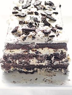 Cookies and Cream Ice Cream Cake - it's not as difficult as it looks. Pretty easy, actually! Gotta try this one soon.