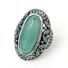 Health  Beauty Collection  - Oblong Vintage Ring w/ Colored Stone - Jade Green, $15.99 (http://www.healthbeautycollection.com/oblong-vintage-ring-w-colored-stone-jade-green/)