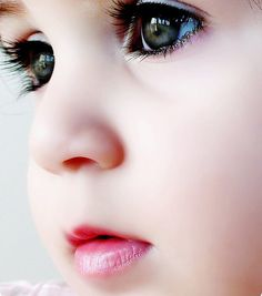 how beautiful are those eyes...