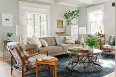 我們看到了。我們是生活@家。: 美國的Emily Henderson,這間清新的客廳,是設計網站Curbly發行人Bruno Bornsztein 改造後的家