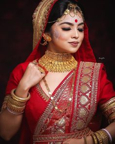 The wedding season is here! Ready to rock the wedding season with the mesmerizing and stylish blouse designs? Not only the bride every girl wants to look at their ethnic best at weddings. Bengali Bridal Makeup, Bengali Wedding, Bengali Bride, Bridal Makeup Looks, Indian Makeup, Bridal Poses, Bridal Shoot, Bridal Portraits, Bridal Outfits