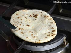 Butter Garlic Naan, Tava Garlic Butter Naan recipe, Punjabi Recipes Punjabi Recipes, Punjabi Food, Garlic Naan, Garlic Butter, Butter Naan Recipe, Indian Bread Recipes, Pastry Art, Chapati, Breads