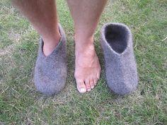 Ravelry: Druttens tovade tofflor pattern by Annika Jonsson Ann Louise, Knitting Socks, Ravelry, Knitting Patterns, Slippers, Jeans, Youtube, Inspiration, Craft Work